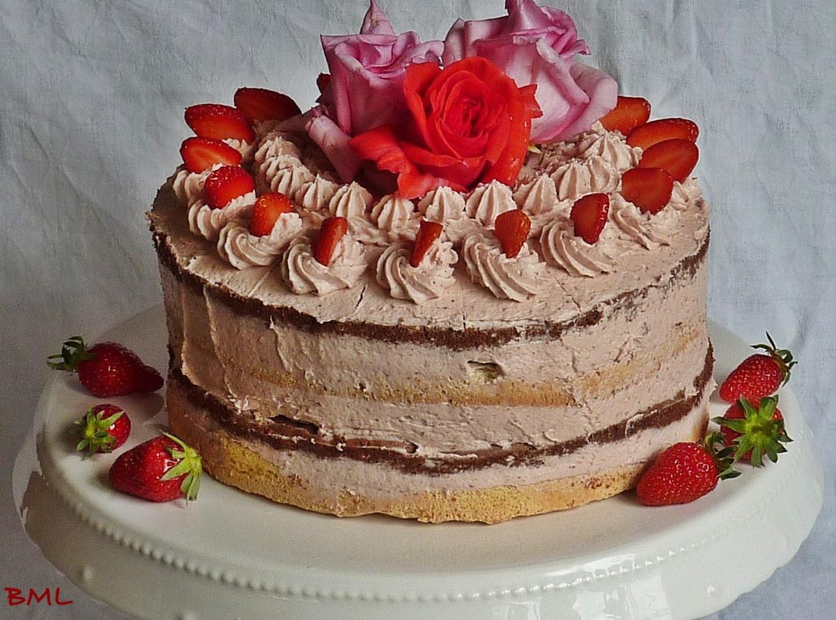 erdbeer buttercreme torte im naked cake style zum 1 bloggeburtstag von fr ulein kuchenzauber. Black Bedroom Furniture Sets. Home Design Ideas