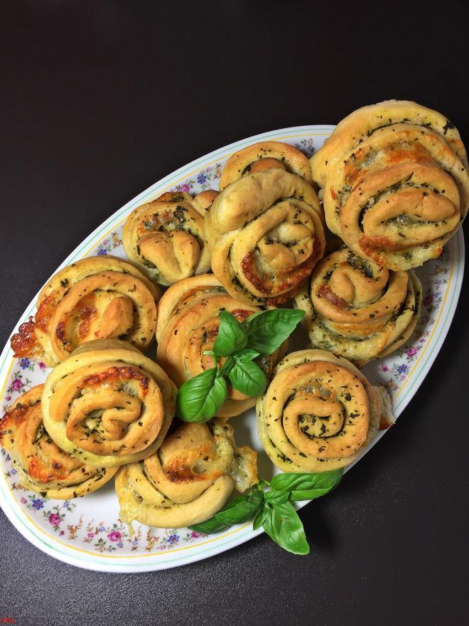 Basilikum-Mozzarella-Zupfmuffins (2)