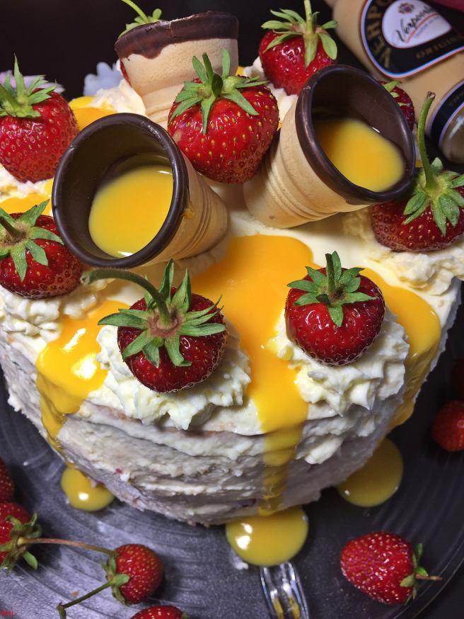 Erdbeer-Eierlikörtorte (27)