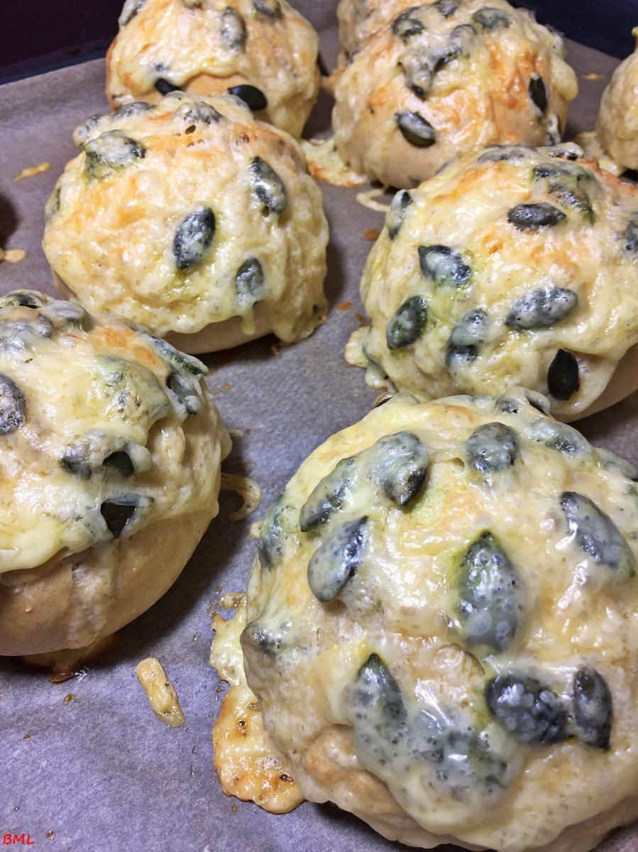 Käse-Snackies...Käsebrötchen mit Kürbiskernen