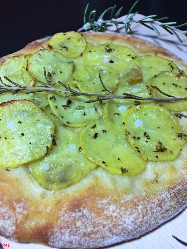 Pizza Bianca mit Kartoffeln, Rosmarin und Knoblauch…in der Einfachheit liegt der Genuss