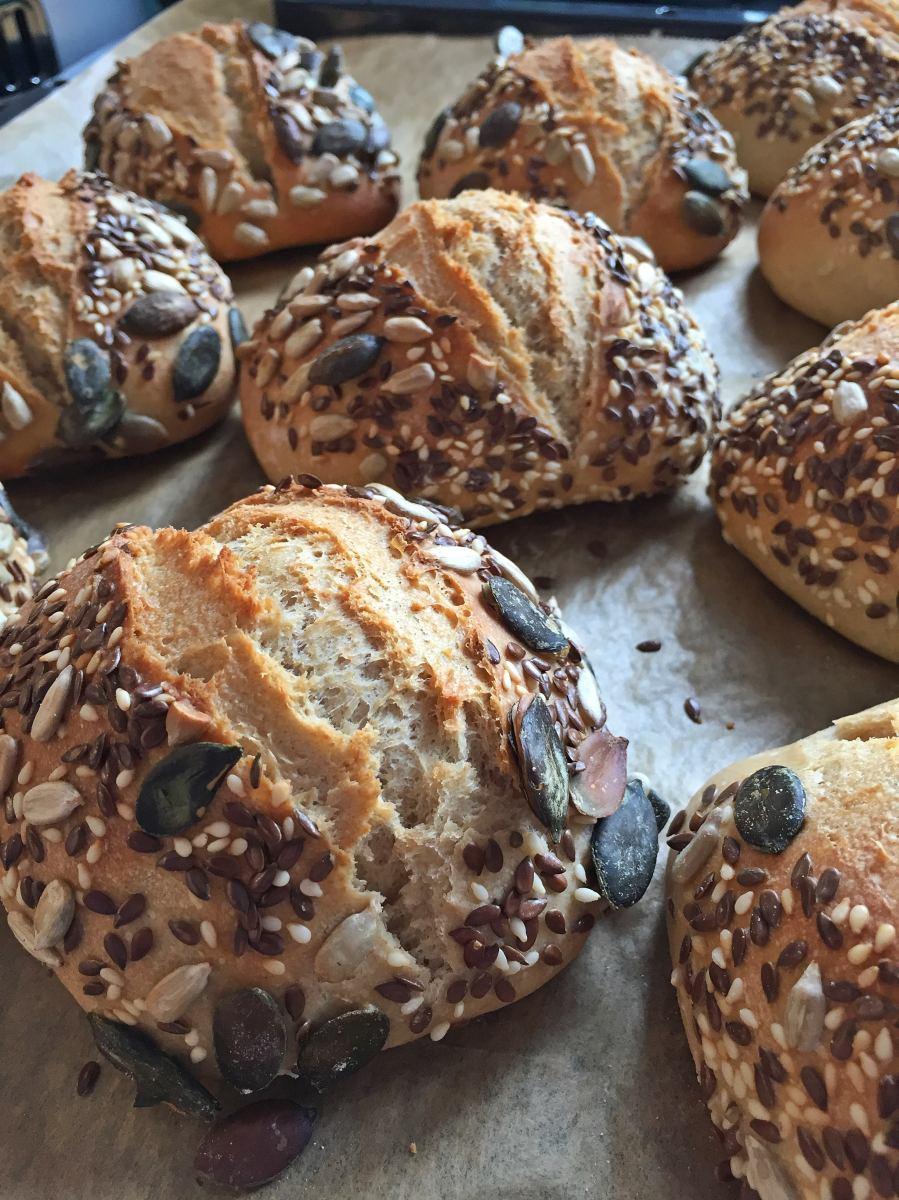 Dinkelvollkorn-Weizenbrötchen mit Livieto Madre...Brötchen mit Übernachtgare