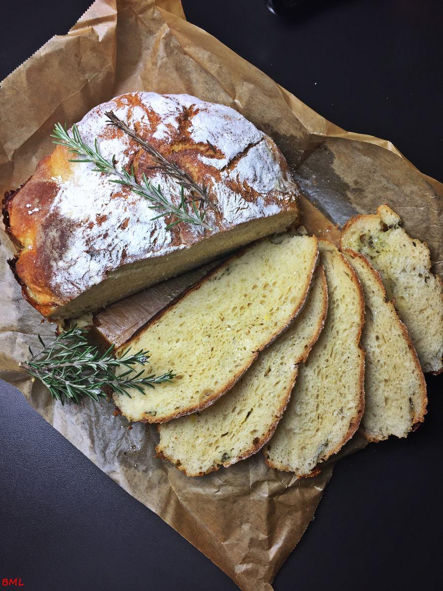 Kartoffel-Knoblauch-Brot mit Mozzarella aus dem Topf...der Duft von frischem Brot