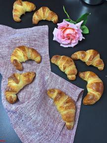 Croissants (64)