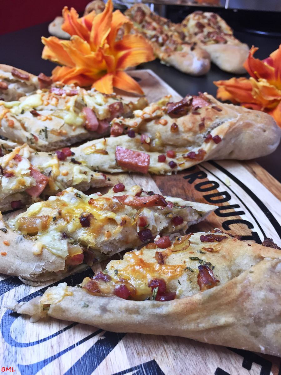 Dinkel-Weizen-Schlemmerstange...herzhaft gefüllt mit Wurst und Käse