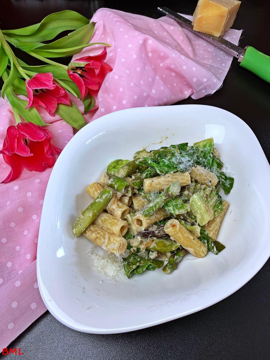 Pasta mit grünem Spargel und Romanasalat…lecker, herzhaft im Frühling
