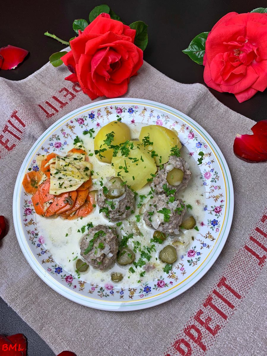 Sächsische Klopse ( nach Nelson Müller ) mit einem Karotten-Sellerie-Salat…Hausmannskost aus unseren Landen