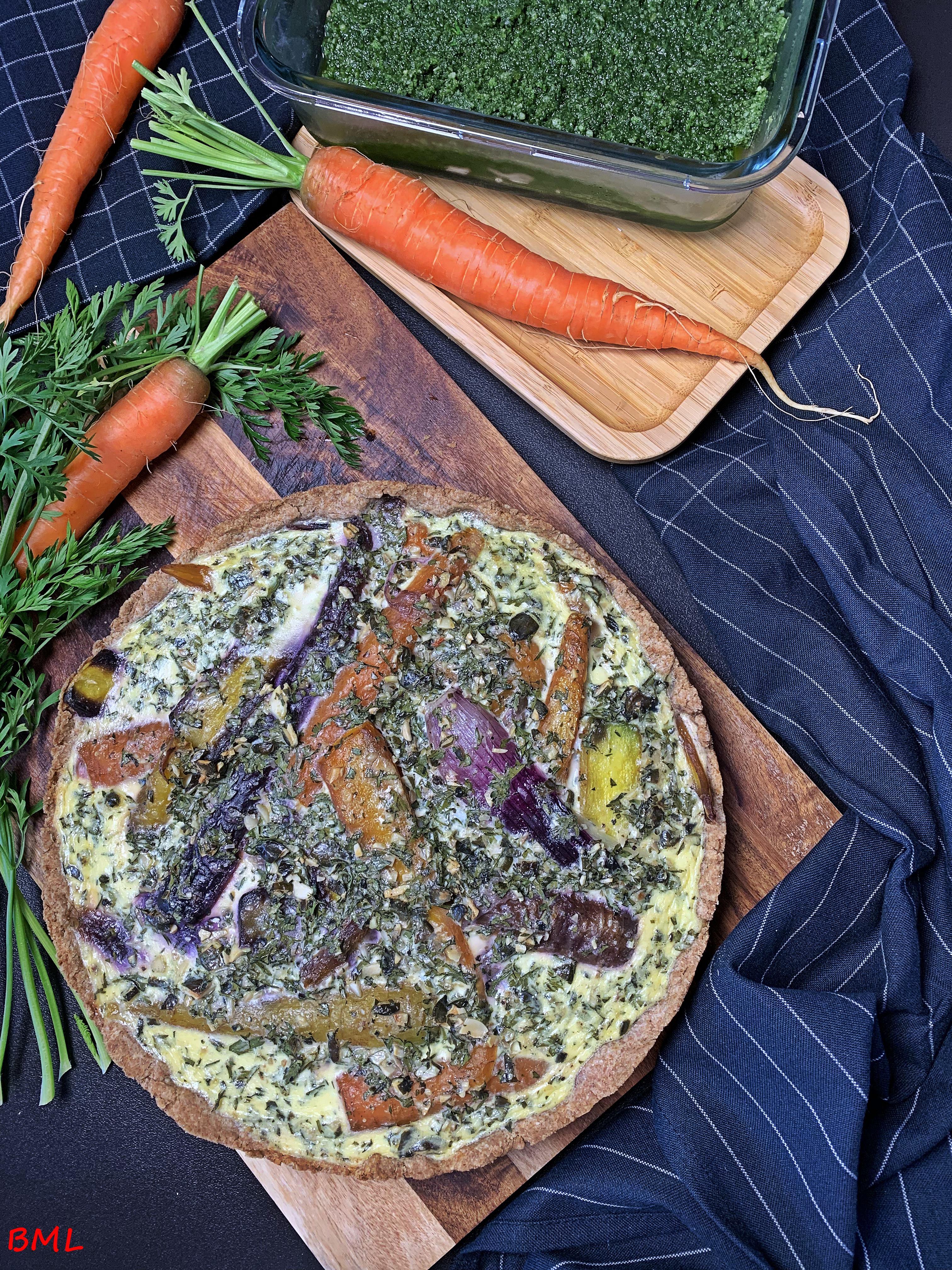 Karotten-Quiche mit Pesto aus Karottengrün