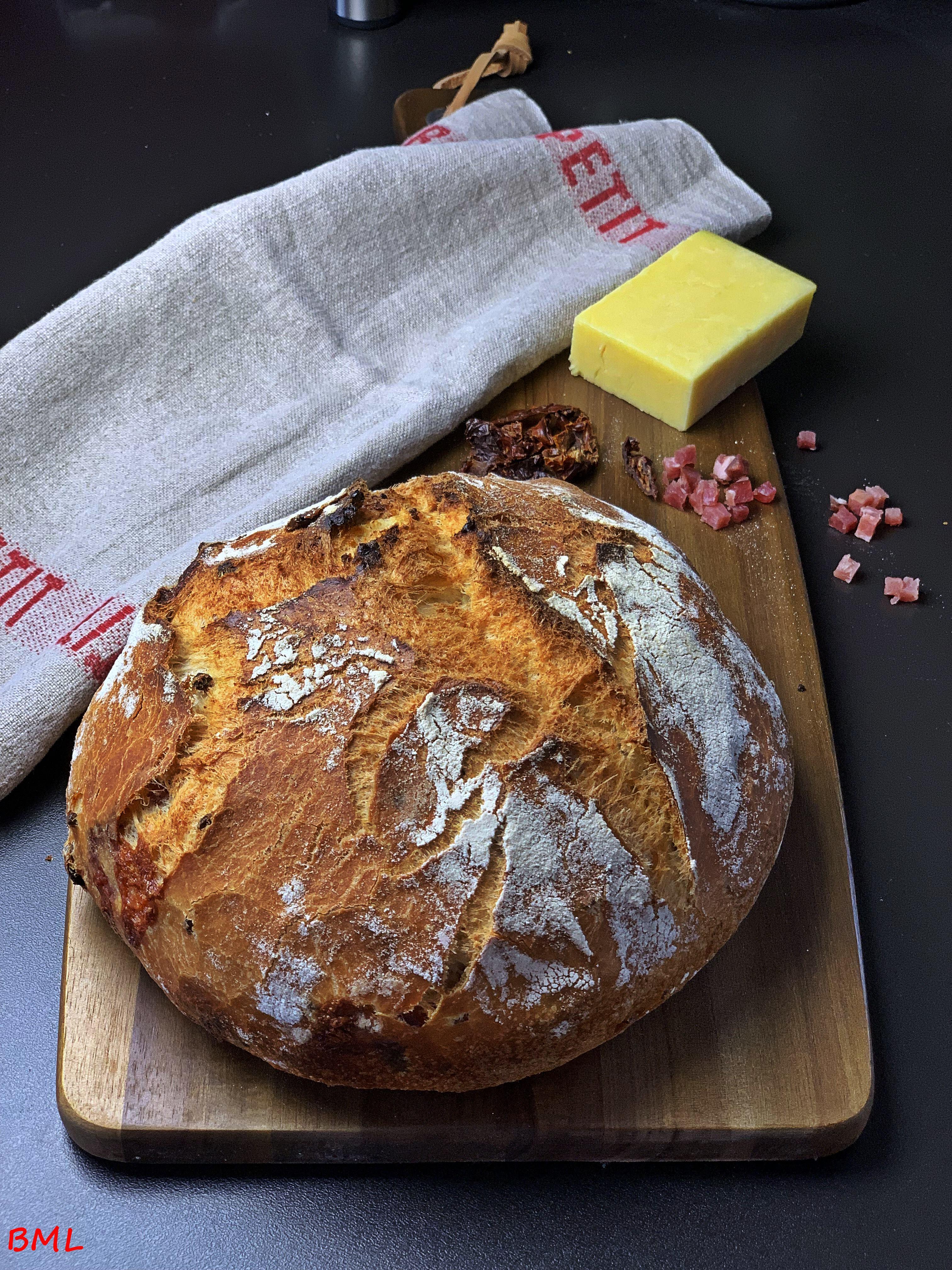 Brot mit Cheddar, Speck und getrockneten Tomaten aus dem Topf…Synchronbacken im Juni