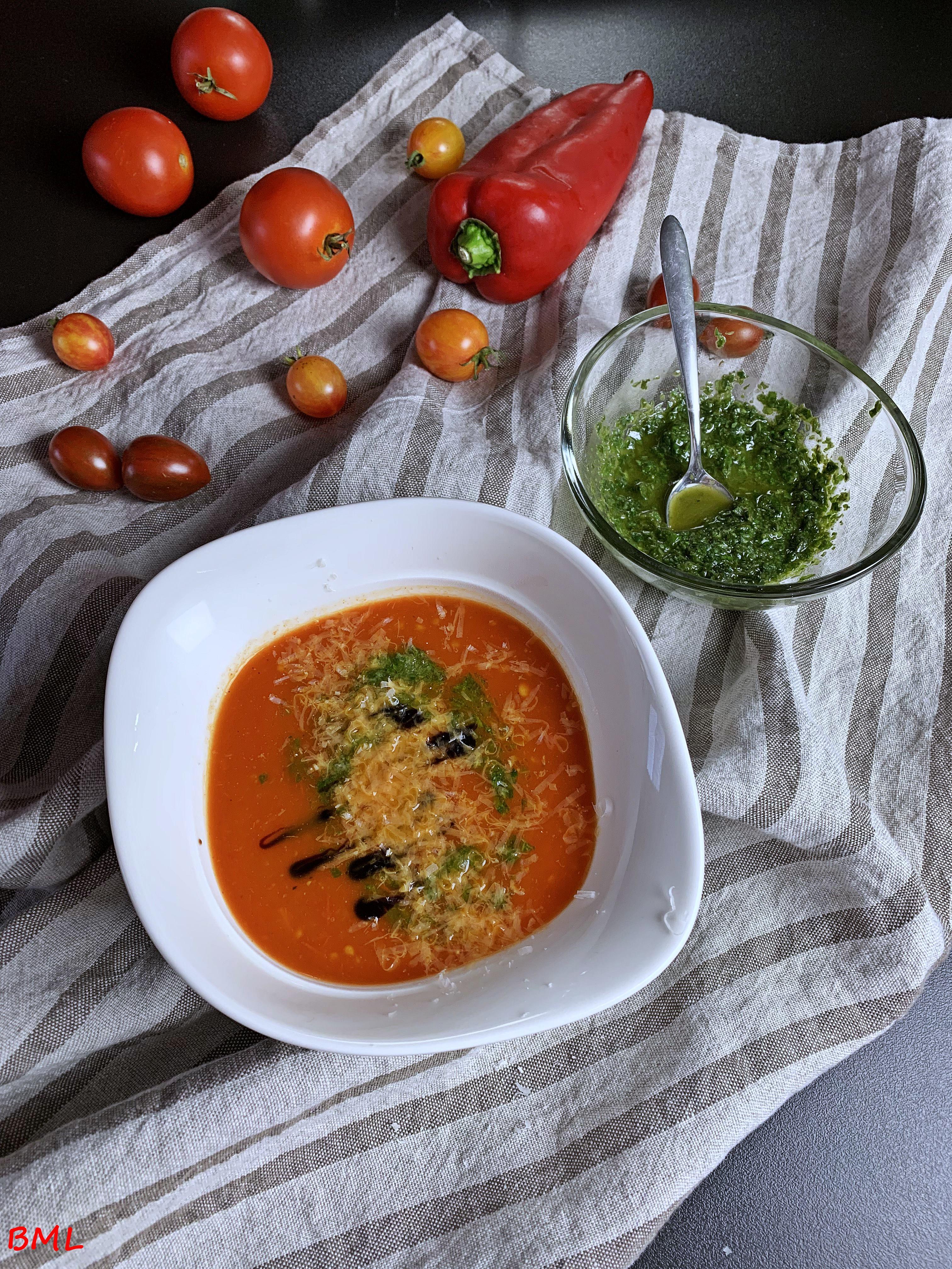 """Tomaten-Paprika-Suppe mit Basilikumpaste nach Jamie Oliver ( aus """" Kochen mit Jamie Oliver / The Naked Chef, das Original """")"""